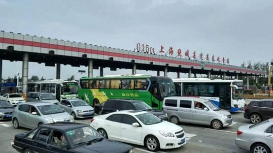 第二堵的是位于中国的苏通长江大桥,大桥连接江苏南通市和苏州市之间