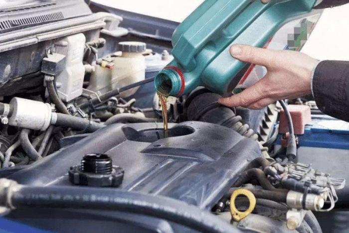 20万以下的车送去做保养,为啥维修工不建议使用全合成机油?