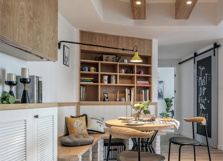 改变原本空间结构,入户走至房间方向形成s形动线,让一进家门视觉延伸