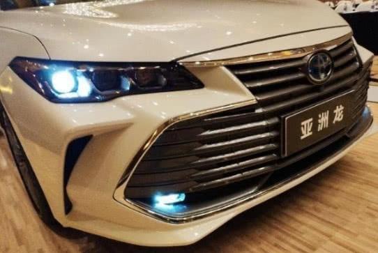 丰田新车已到店,外观比凯美瑞惊艳,或21万起,大气堪比5系!