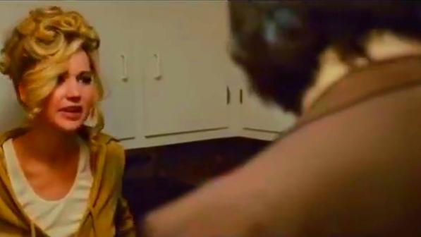 《美国骗局》精彩片段-微波炉突爆炸惊悚罗瑟琳万分