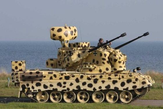 网友吐槽:这装甲车看起来有点眼熟啊