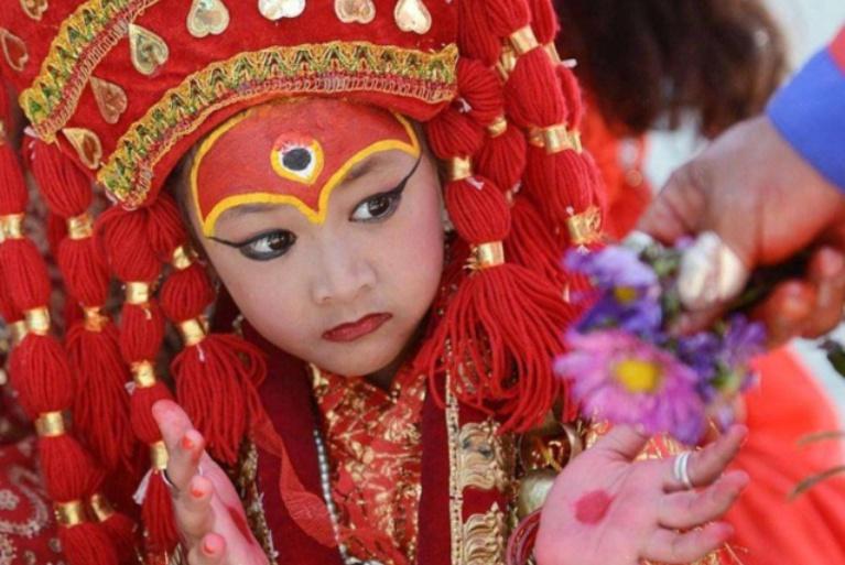 """尼泊尔的""""活女神""""晚景凄凉:出寺庙后没人要,只能孤独终老"""