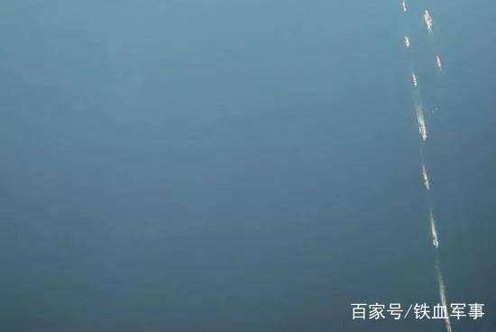 辽宁舰编队离港,国产航母速度惊人,海军节阅舰或有重大变化!