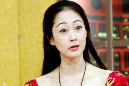 她曾和小虎队合作红极一时,却因蒋勤勤插足婚姻,44岁时烧炭轻生