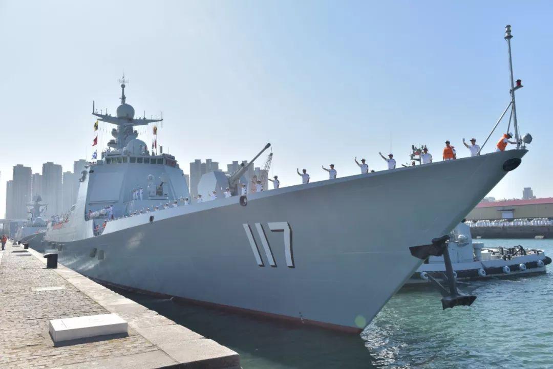 中国海军第33批护航编队启航赴亚丁湾