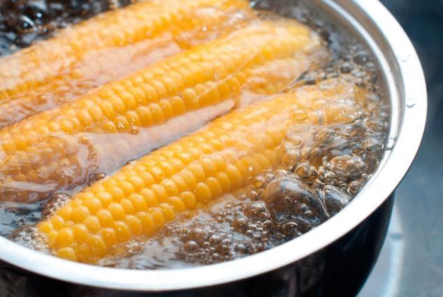 玉米吃着不甜不粘?那是你不会煮,试试这些方法,咋煮都好吃!