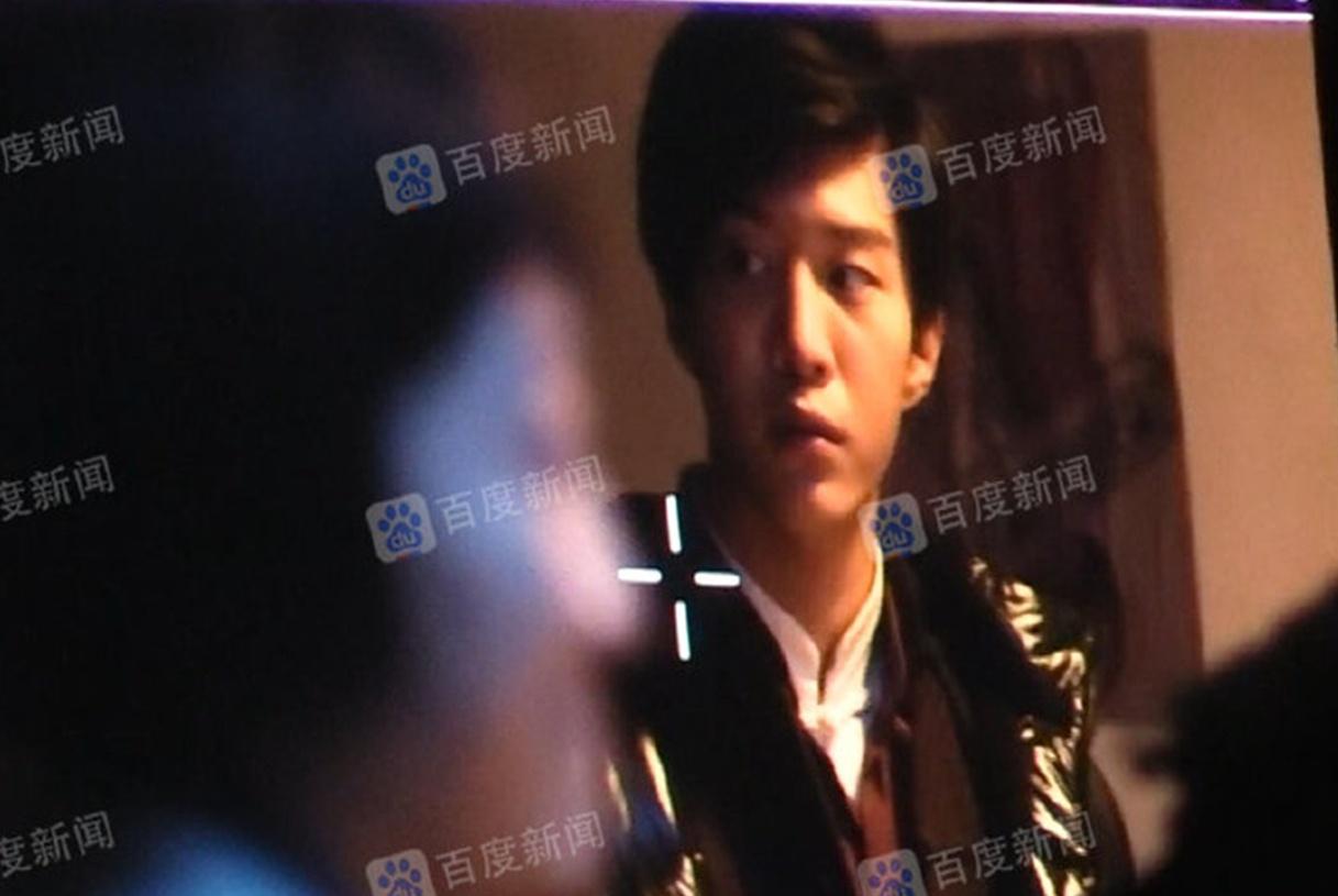 范丞丞拍摄电视剧《建国大业》,片场生活曝光:边玩手机边吃外卖