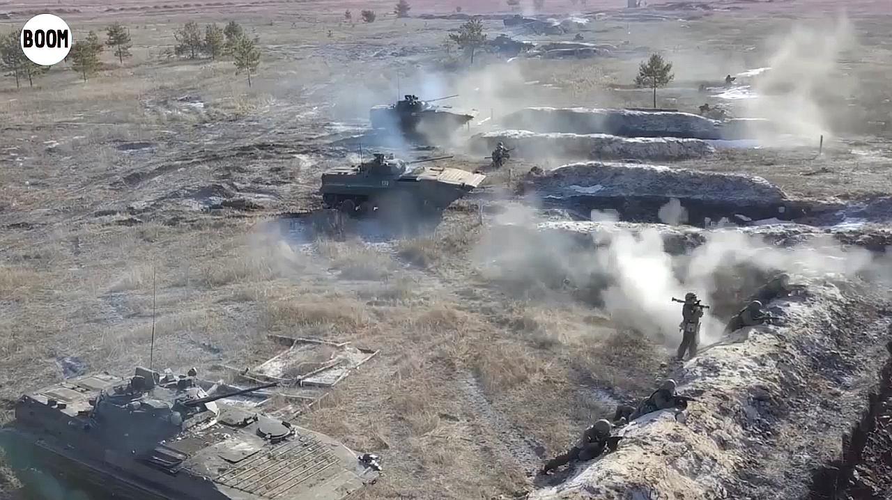 俄军在沃罗涅日地区举行大规模实战演习 出动战车和火箭炮等