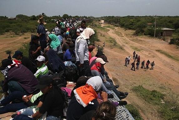 美墨边境移民创新高,川普开除美国土安全部长?