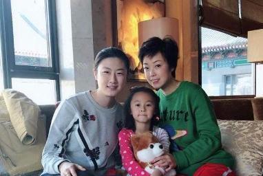 国乒大魔王退役现状,嫁大20岁富商生一女,丈夫曾与袁立相恋12年