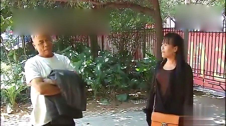 60岁妻子每日打扮花枝招展,却有家不能回,丈夫:没安全感