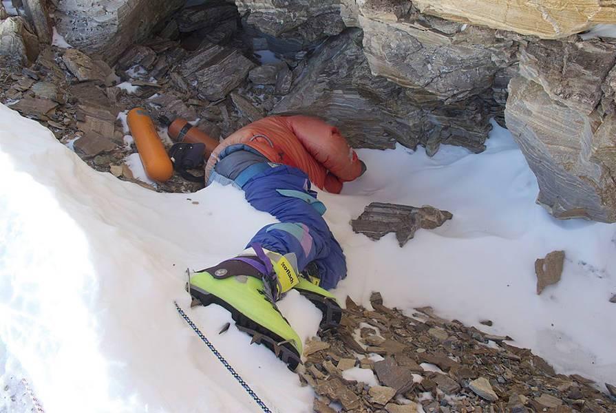 珠穆朗玛峰最著名的一具尸体:为何长达20年无人掩埋?