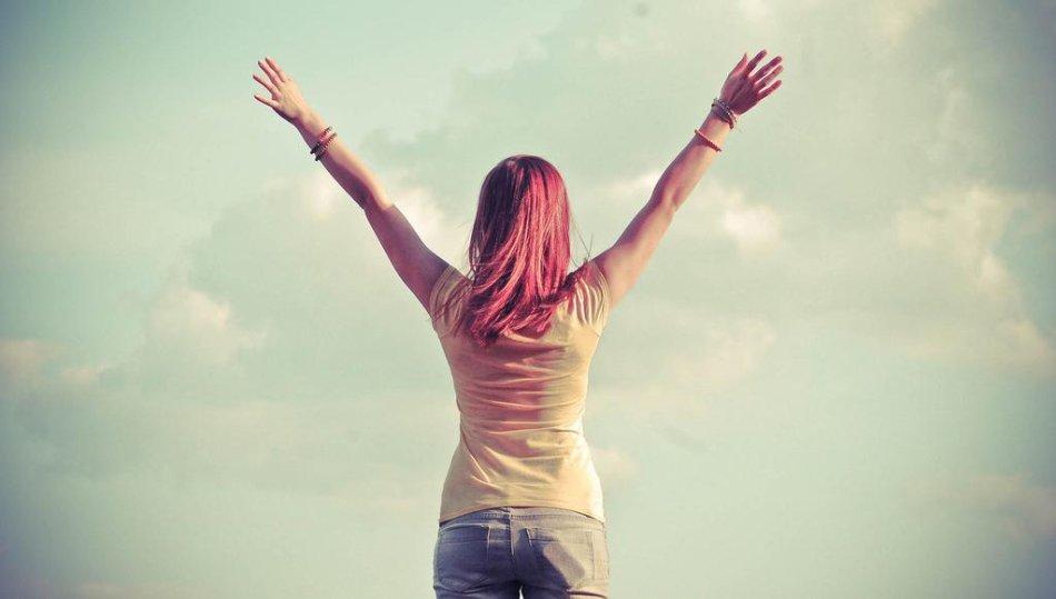 总地来说,自信使女人强大,善良使女人有魅力,独立使女人有韵味,感恩