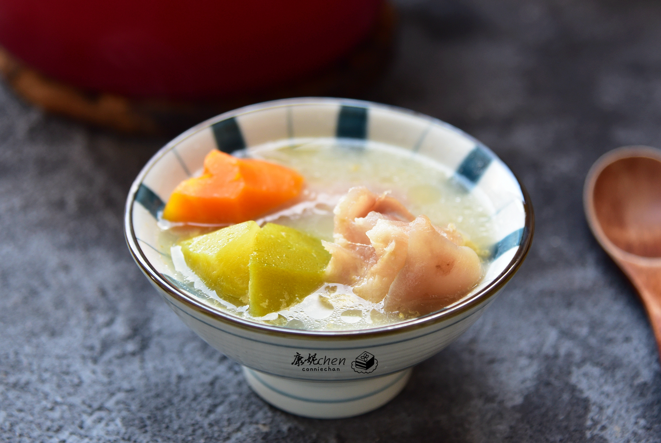 给家人煲这汤,清甜滋润,汤渣还可以当菜吃,老公表扬我会过日子
