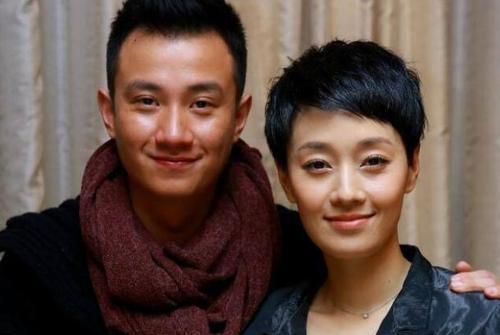 马伊琍与女儿现身李健演唱会,不见文章的身影,女儿侧脸很像父亲