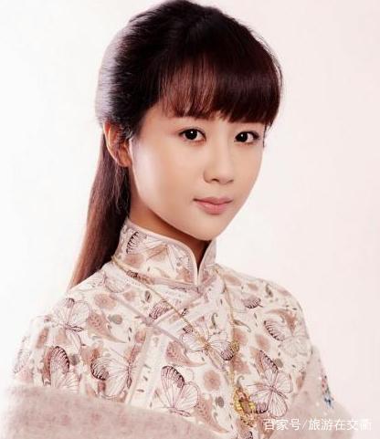留着一头齐刘海长发的杨紫美丽的同时又多了几分可爱.图片