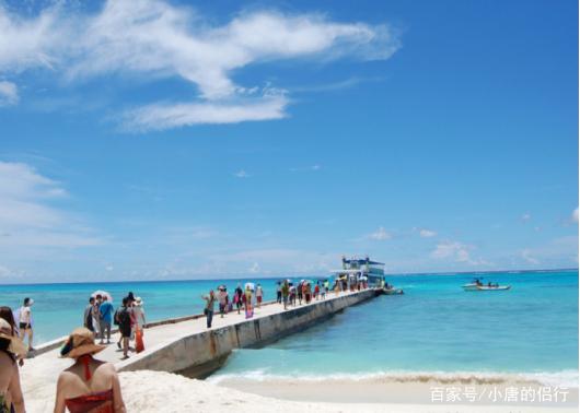 军舰岛的快艇能每一个游客都能去大海来一次说走就走的远行,打湿衣服
