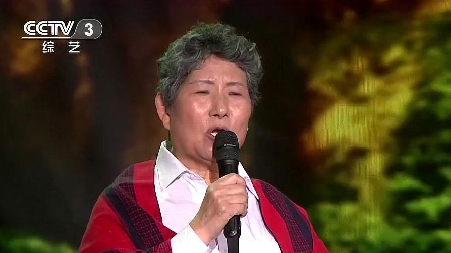 越战越勇:66岁肺癌老人上央视,一首《故乡的小路》惹人落泪!