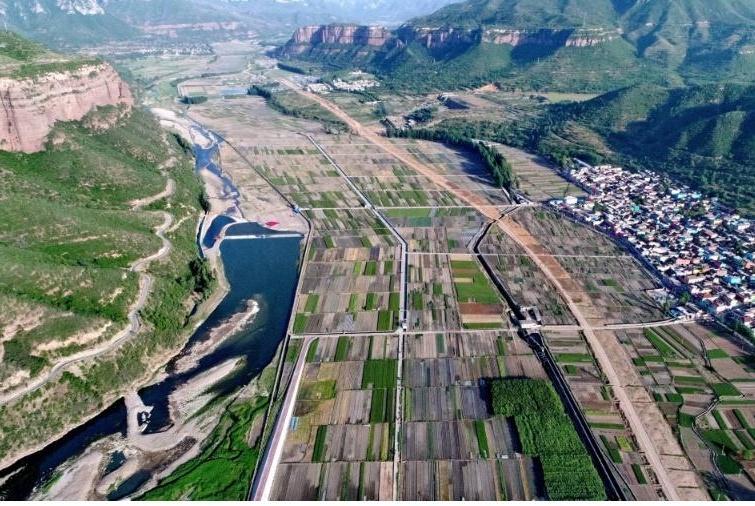 北京正在修建一条高铁,计划2021年9月通车,对香河县有重要意义