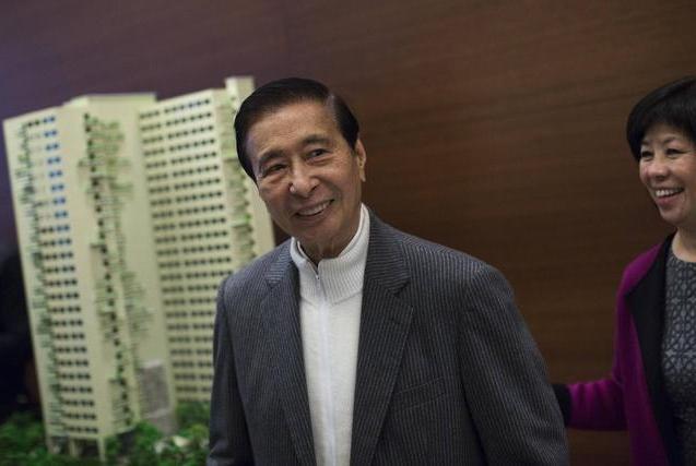 香港千亿富豪谢幕,曾带千元闯生活让李嘉诚亏百亿,离婚后未再婚
