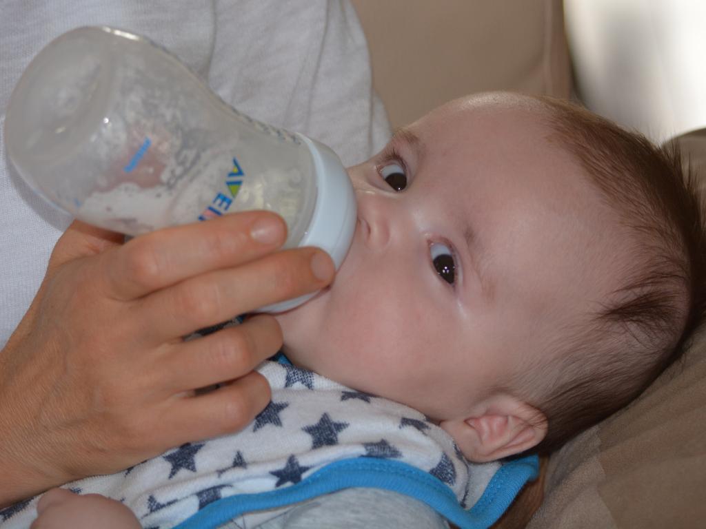 妈妈不会冲调奶粉,就算宝宝先天条件好,也未必能养育得好