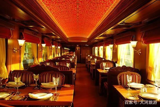 这列火车要每次行驶8天7夜,每晚800美元,坐的人还很多!