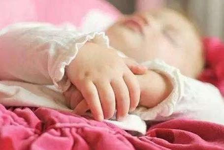 宝宝睡觉出现三种异常,是在提醒父母他不舒服,你注意到了吗