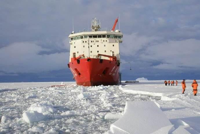 雪龙号将被搬上大荧幕,曾划破冰洋营救52人,西方:中国真了不起
