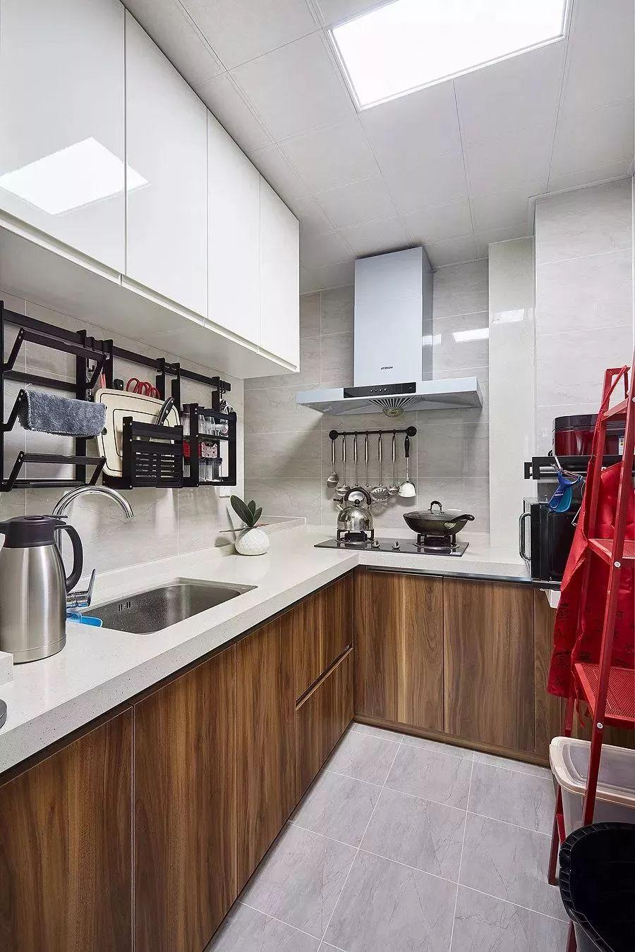 小户型厨房这样设计,空间再也不被浪费!不大不小刚刚