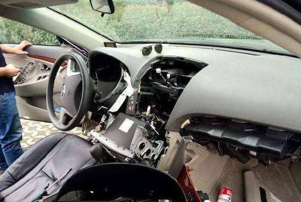 贷款买的车都被偷偷装了GPS?老销售:查这3个位置你肯定会有收获