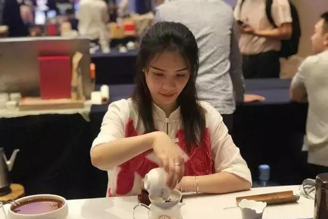 真香!来广西斗茶大会,一口尝尽各种珍稀六堡茶!