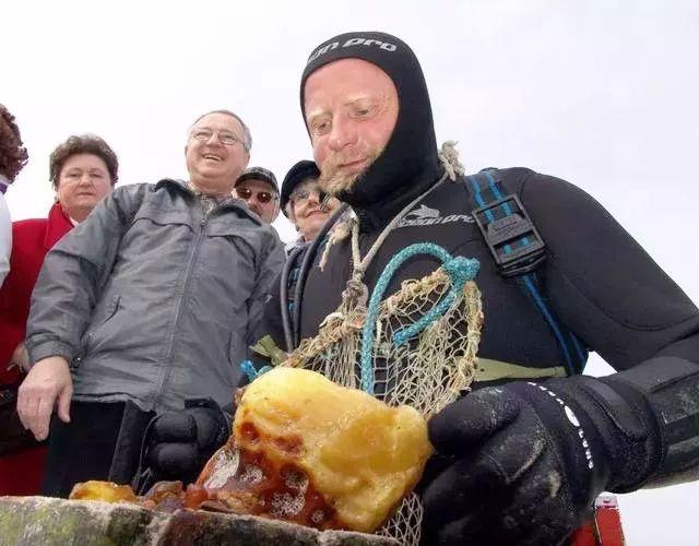 海漂料琥珀打捞图片