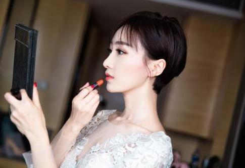 她是佟丽娅的好闺蜜,事业巅峰时低调结婚,今32岁依旧肤白貌美