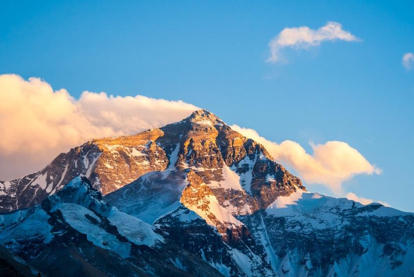普通人想登珠峰有多难?驴友透露花费金额,你可能都不敢相信