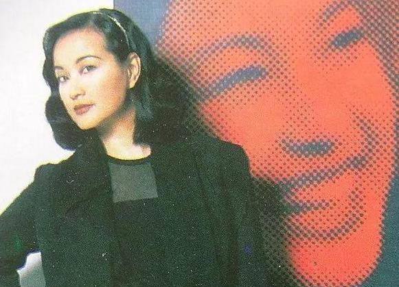 刘晓庆25年前曾做香港卫视主持人!《刘晓庆:打开引号》英姿飒爽