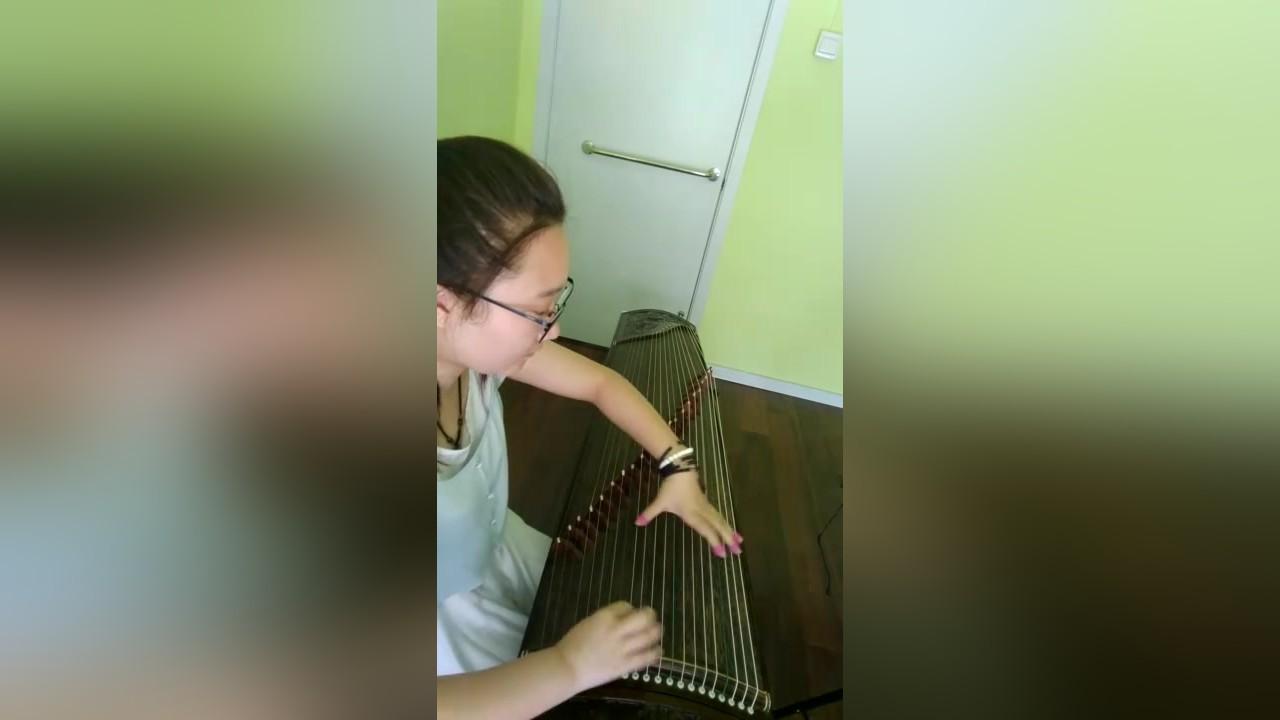 美丽女孩《我的祖国》古筝演奏,电影《上甘岭》主题曲