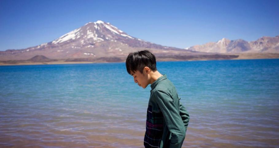 吴青峰的《太空》:这首歌很大,大到游离宇宙,大到整个一生