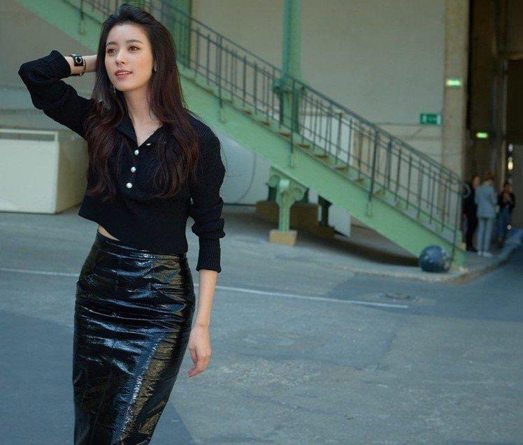 朴信惠短发拍摄电影《call》,好友尹钧相,韩孝周送咖啡车!图片
