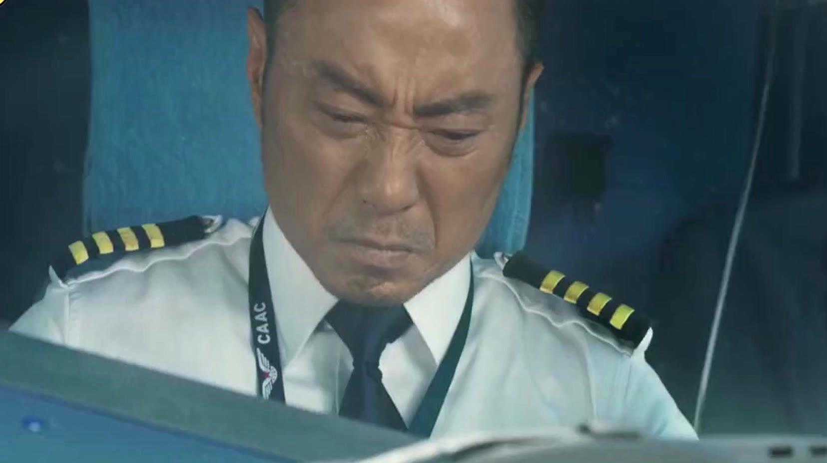 中国机长:四川8633,我叫不到它了!成都在叫你,收到请回答!