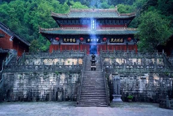 武当山的长明灯,为什么能600年不灭?道理很简单