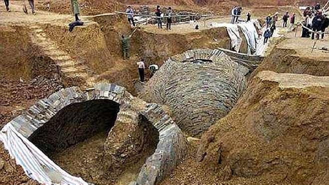 湖南怀化出土诡异古墓,开棺后女尸突然膨胀,工作人员惊诧不已