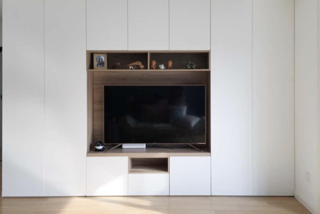 """装修时电视墙设""""回形柜"""",完工后实用极了!师傅:考虑周到!"""
