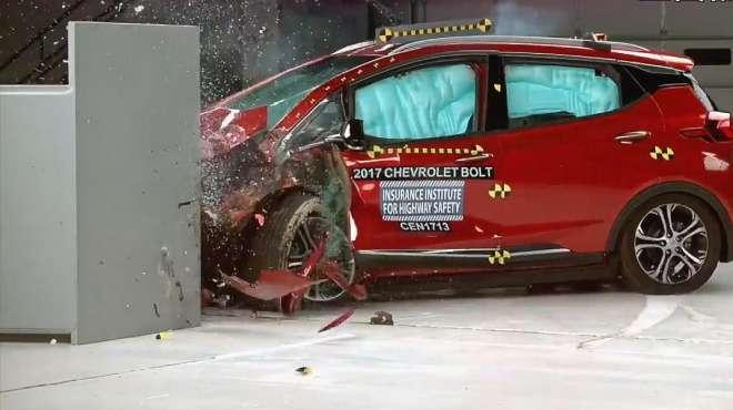 雪佛兰Bolt经历美国最严格碰撞测试,安全性杠杠的,不服不行呀!