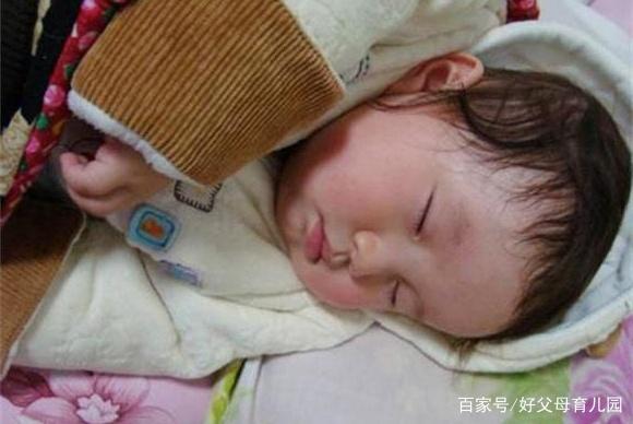 冬天别让孩子这么睡觉,不但不保暖,反而损害孩子的健康