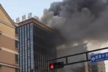 突发!杭州乔司:君悦大酒店着火了!浓烟滚滚