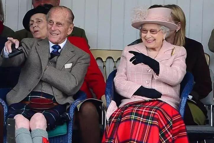 """97岁菲利普亲王不服老,车祸两天后""""任性"""",不系安全带开车"""
