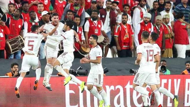 国足1/4决赛对手踢哭黑马!亚洲杯:伊朗2-0阿曼,9分钟内造两球
