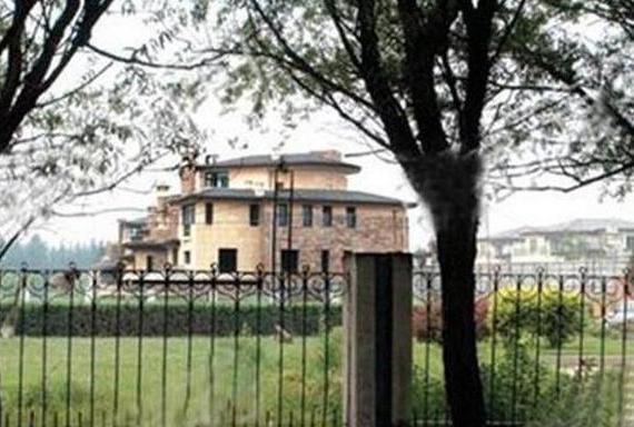 带你看看那英住的豪宅,生活在独栋的大别墅,起码价值过亿