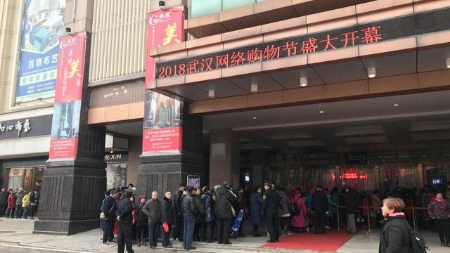 武汉室外零下一度,但这里却聚集了上万人!